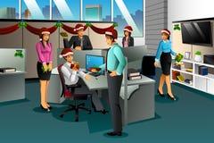 Bedrijfsmensen die Kerstmisgift ruilen Stock Afbeeldingen