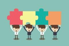 Bedrijfsmensen die puzzel assembleren Stock Foto