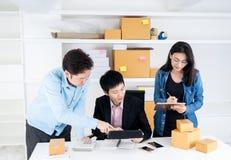 Bedrijfsmensen die voor het MKB-zaken online plannen royalty-vrije stock afbeelding