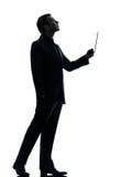 Bedrijfsmensen digitale tablet die omhoog silhouet kijken royalty-vrije stock foto's