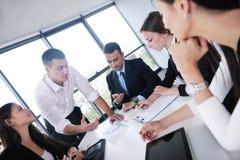 Bedrijfsmensen in een vergadering op kantoor Royalty-vrije Stock Foto