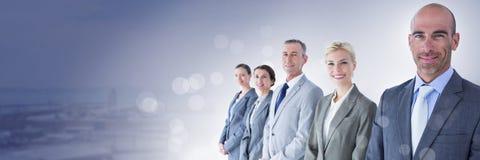 Bedrijfsmensen en industriezone met gloed lichtbron stock foto