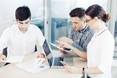 Bedrijfsmensen, het bureauleven Stock Afbeelding
