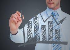 Bedrijfsmensen medio sectie die grijze grafiekkrabbel trekken tegen grijze achtergrond Stock Foto's