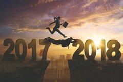 Bedrijfsmensen met nummer 2017 en 2018 Stock Foto's