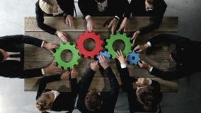 Bedrijfsmensen met radertjes van zaken stock footage