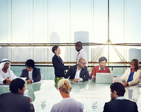 Bedrijfsmensenhanddruk die Collectief Bureau ontmoeten die Conce werken Stock Fotografie