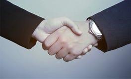 Bedrijfsmensenman en van de vrouw handenschudden Stock Foto