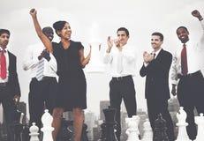 Bedrijfsmensenviering het Winnen het Concept van het Schaakspel Stock Fotografie