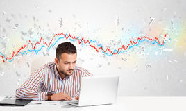 Bedrijfsmensenzitting bij lijst met effectenbeurs Stock Foto's