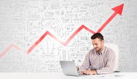 Bedrijfsmensenzitting bij lijst met marktdiagrammen Stock Afbeelding