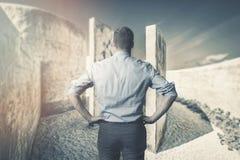 Bedrijfsmoeilijkheden en uitdagingen Bedrijfslabirynths royalty-vrije stock foto