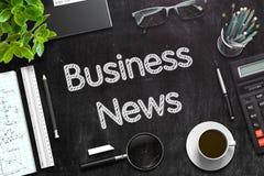 Bedrijfsnieuwsconcept op Zwart Bord het 3d teruggeven Stock Foto's
