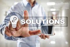 Bedrijfsoplossingenconcept op het virtuele scherm stock foto's