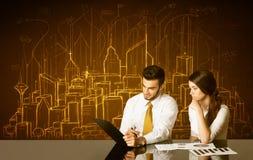 Bedrijfspaar met gebouwen en aantallen Royalty-vrije Stock Foto's