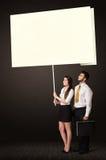 Bedrijfspaar met post-itdocument Stock Foto's