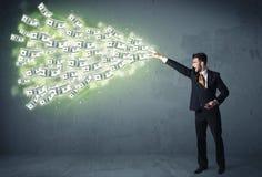 Bedrijfspersoon die heel wat concept van dollarrekeningen werpen Stock Foto