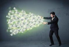 Bedrijfspersoon die heel wat concept van dollarrekeningen werpen Stock Foto's