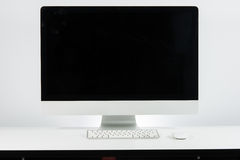 Bedrijfsplaats van het werk met met het toetsenbord van de computermonitor en m Stock Afbeeldingen