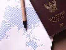 Bedrijfsreeks van het paspoort en de kaart van Thailand in het notitieboekje van de conceptenreis Stock Fotografie