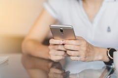 Bedrijfssmartphone en sociaal royalty-vrije stock foto