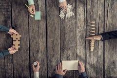 Bedrijfsstrategie en brainstormingsconcept met een team van zes B Stock Afbeeldingen
