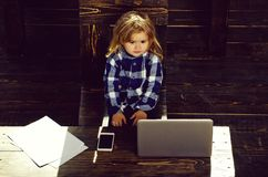 bedrijfssucces en innovatie, kinderjaren en geluk, onderwijs en het blogging stock foto's