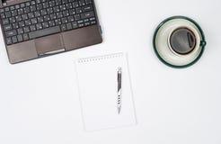 Bedrijfsvoorwerpen op een wit achtergrond of een bureau Stock Foto's