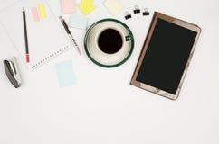 Bedrijfsvoorwerpen op een wit achtergrond of een bureau Stock Fotografie
