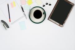 Bedrijfsvoorwerpen op een wit achtergrond of een bureau Royalty-vrije Stock Afbeeldingen