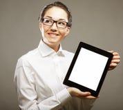 Bedrijfsvrouw die een tabletcomputer houden Royalty-vrije Stock Fotografie