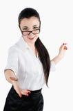 Bedrijfsvrouw die en zijn handen voor een handdruk glimlachen standhouden Stock Foto