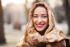Bedrijfsvrouw die headscarf dragen stock foto's
