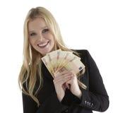Bedrijfsvrouw die met Euro munt glimlachen Stock Foto