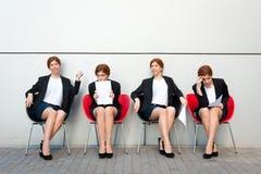 Bedrijfsvrouw die op gesprek wachten Royalty-vrije Stock Foto