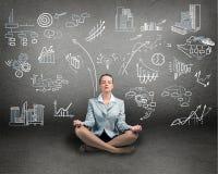 Bedrijfsvrouw die op vloer mediteren stock illustratie