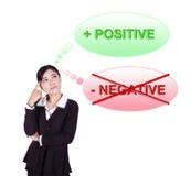 Bedrijfsvrouw die over het positieve denken denken Royalty-vrije Stock Afbeelding