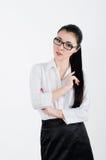Bedrijfsvrouw in een wit overhemd en een zwarte rok en glazen met Stock Afbeeldingen