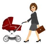 Bedrijfsvrouw met aktentas duwende kinderwagen, kinderwagen of wandelwagen Royalty-vrije Stock Fotografie