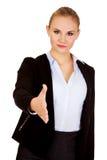 Bedrijfsvrouw met een open hand klaar voor handdruk royalty-vrije stock foto's