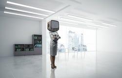 Bedrijfsvrouw met een oude TV in plaats van hoofd Royalty-vrije Stock Afbeeldingen