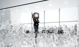 Bedrijfsvrouw met een oude TV in plaats van hoofd Royalty-vrije Stock Afbeelding
