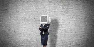 Bedrijfsvrouw met monitor in plaats van hoofd Stock Afbeeldingen
