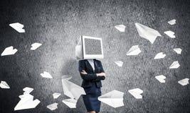 Bedrijfsvrouw met monitor in plaats van hoofd Stock Foto's