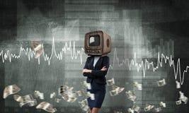 Bedrijfsvrouw met oude TV in plaats van hoofd Royalty-vrije Stock Foto's