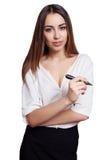 Bedrijfsvrouw met zwarte die teller op witte achtergrond wordt geïsoleerd Stock Foto's