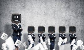Bedrijfsvrouwen met oude TV in plaats van hoofd Royalty-vrije Stock Fotografie