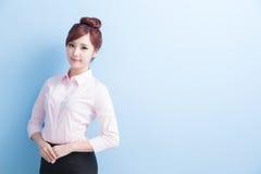 Bedrijfsvrouwenglimlach aan u Stock Foto