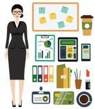 Bedrijfsvrouwenuitrusting Wijfje in bedrijfsuitrusting, bureaukleren en materiaal Stock Foto's
