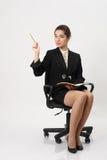 Bedrijfsvrouwenzitting als voorzitter Stock Foto